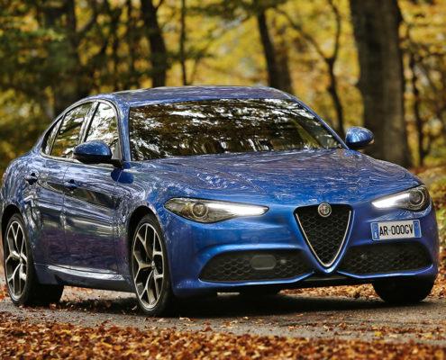 Neue Modellversion überzeugt auf Anhieb die fachkundigen Leser von Europas größtem 4x4-Magazin AutoBild allrad. Alfa Romeo Giulia Veloce serienmäßig mit elektronisch gesteuertem Vierradantrieb AlfaTM Q4.